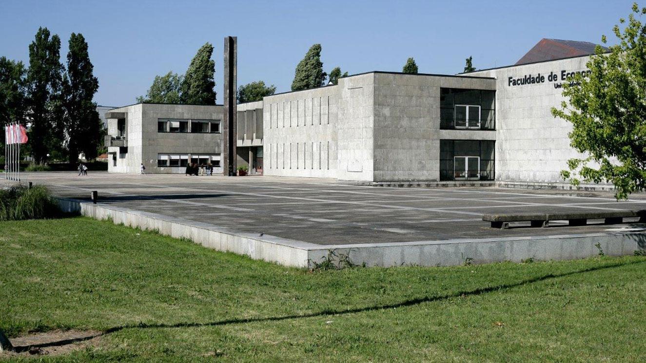 Universidade Do Porto - EM Strasbourg